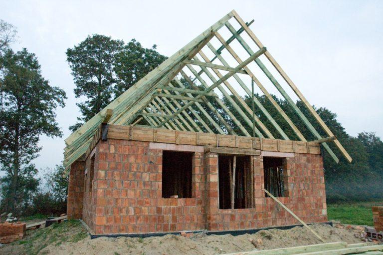Jak znaleźć dobrą firmę budowlaną?